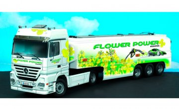 M.B. Actros w/Tank Flower Power · IT 3856 ·  Italeri · 1:24