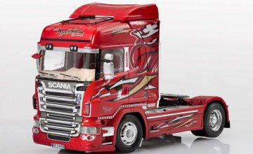 SCANIA R560 V8 Highline Red Griffin · IT 3882 ·  Italeri · 1:24