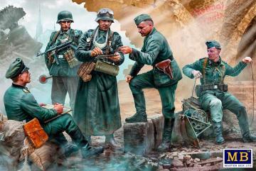 German military men, WWII era · MBO 35211 ·  Master Box Plastic Kits · 1:35