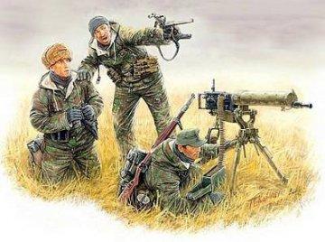 German Machinegun Crew Eastern Front Kurland 1944 · MBO 3526 ·  Master Box Plastic Kits · 1:35
