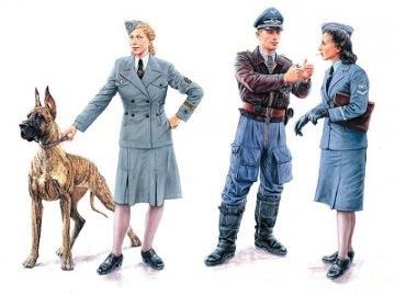 Woman at war: Germany, Luftwaffe Helferi · MBO 3557 ·  Master Box Plastic Kits · 1:35