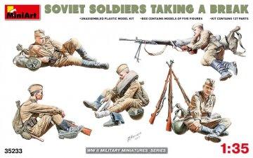 Soviet Soldiers Taking a Break · MA 35233 ·  Mini Art · 1:35