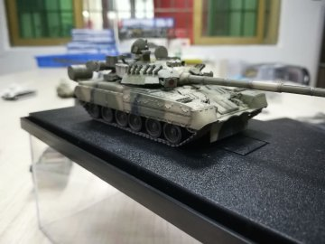 Russian Army T-80UK Main Battle Tank 4nd Guards Division,open day,1July2017 · MOD AS72094 ·  Modelcollect · 1:72