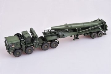 U.S. Army M1001 Tractor and Pershing II tactical missile,1st Battalion,9th Field · MOD AS72101 ·  Modelcollect · 1:72