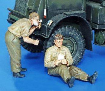 Britische Soldaten, WWII Shaving & Resting · PM 35158 ·  plusmodel · 1:35