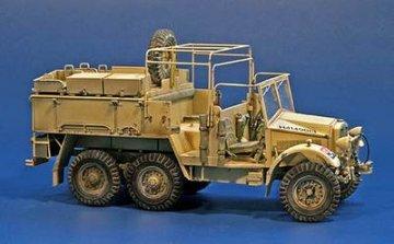 British Artillery Tractor CDSW 30-CWT · PM 35321 ·  plusmodel · 1:35