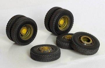 Reifen für Mercedes L4500A · PM 35343 ·  plusmodel · 1:35