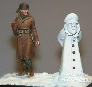 Soldat mit Schneemann · PM 35391 ·  plusmodel · 1:35