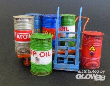 Metal barrels with handcarts · PM 482 ·  plusmodel · 1:35