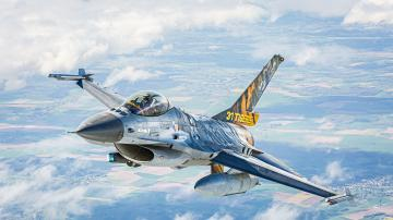 F-16 Mlu 31 Sqn. Kleine Brogel · RE 03860 ·  Revell · 1:72