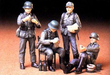 Soldaten In Ruhestellung (4 Figuren) · TA 35129 ·  Tamiya · 1:35