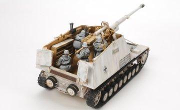 WWII Deutscher Panzerjäger Nashorn (4 Figuren) · TA 35335 ·  Tamiya · 1:35