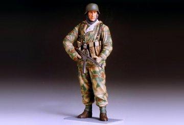 WWII German Infantryman (Reversible Winter Uniform) · TA 36304 ·  Tamiya · 1:16