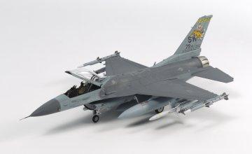 F-16CJ Fighting Falcon mit Zurüstteilen · TA 60788 ·  Tamiya · 1:72