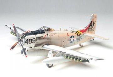 Douglas A-1H Skyraider US Navy · TA 61058 ·  Tamiya · 1:48