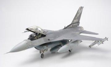 Lockheed Martin F16C Block 25/32 Fighting Falcon ANG · TA 61101 ·  Tamiya · 1:48
