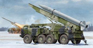 Russian 9P113 TEL w/9M21 Rocket of 9K52 Luna-M Short-range artillery rocket · TRU 01025 ·  Trumpeter · 1:35