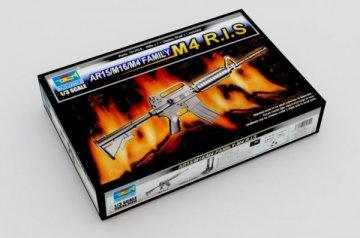 AR15/M16/M4 Family-M4 R.I.S. · TRU 01910 ·  Trumpeter · 1:3