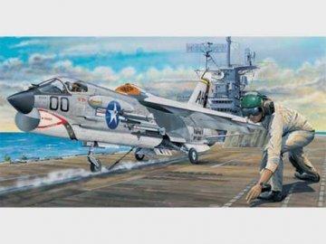F-8E Crusader · TRU 02272 ·  Trumpeter · 1:32