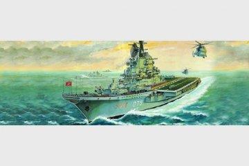 Flugzeugträger USSR Kiev · TRU 05704 ·  Trumpeter · 1:700