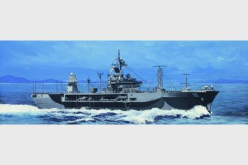 USS Blue Ridge LCC-19 · TRU 05715 ·  Trumpeter · 1:700