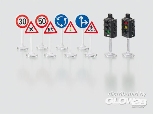 Ampel mit Verkehrsschildern